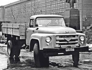 Первый экспериментальный грузовик ЗИЛ-130, изготовленный в конце 1956 г.