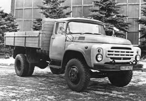 С 1978 г. ЗИЛ-130-76 выпускали с измененной облицовкой и другим расположением наружной светотехники