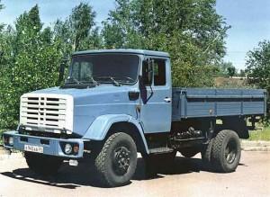 Прямого потомка «стотридцатого» – ЗИЛ-433360 с новой кабиной от дизельного среднетоннажника прозвали на заводе «комби»