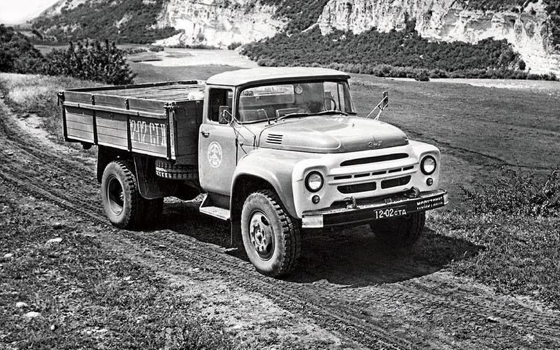 Автомобиль из первой опытной партии 1962 года. Для доводки новые ЗИЛы отправили в большие испытательные пробеги по Крайнему Северу.