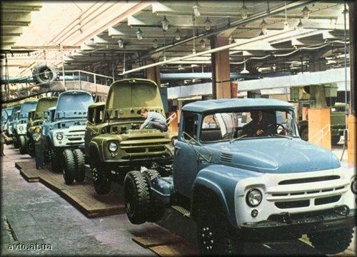 Первые ЗИЛ-130 на конвейере